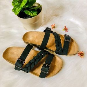 Shoes - 5⭐️Black braided sandals